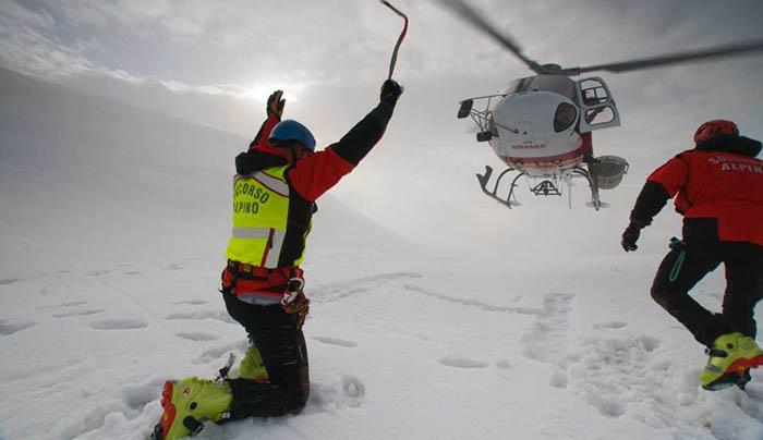Nove alpinisti bloccati sul Cervino, condizioni meteo avverse impediscono i soccorsi: bloccati a 3.800 metri al gelo