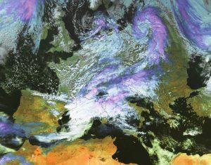 Si nota il piccolo ciclone in azione sul nord-est della Polonia