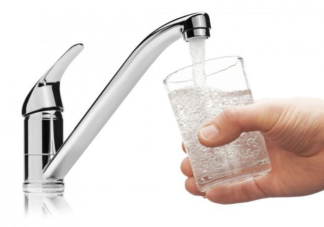 Acqua del rubinetto si o no? i pensionati la preferiscono a quella