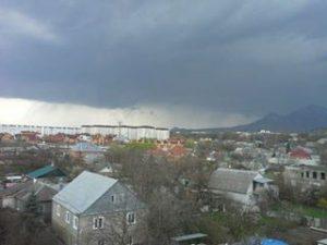 """Le immagini della """"supercella"""" osservata nel pomeriggio di ieri nella regione di Stavropol, nel sud della Russia europea"""