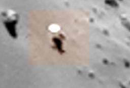 4 Il particolare di sospetta matrice artificiale osservato sull'asteroide 67P