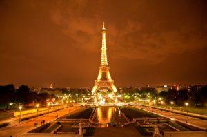 Torre-Eiffel-de-noche