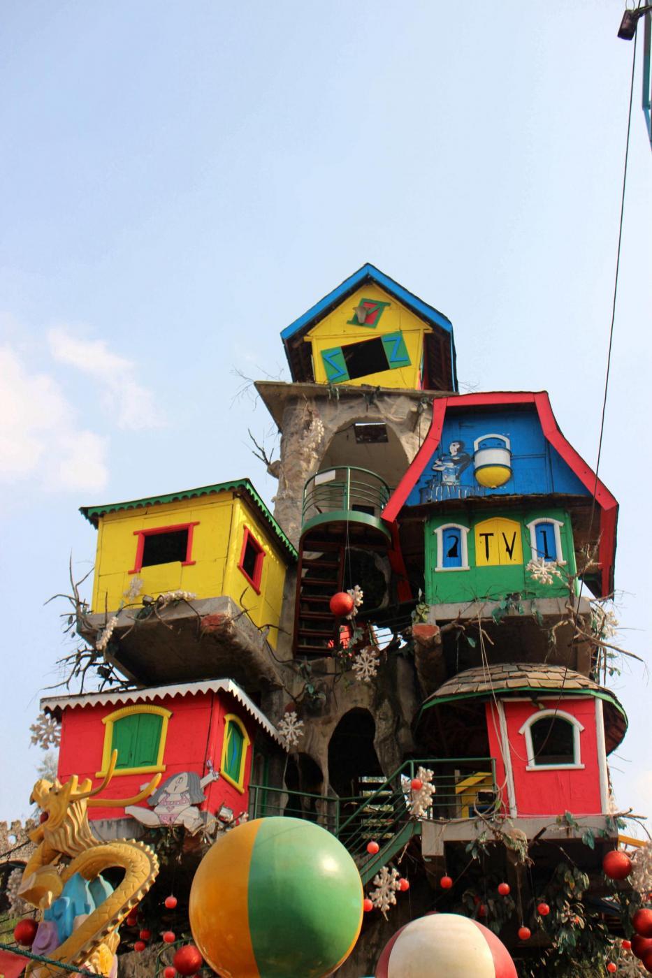Le 5 case pi strane al mondo quando la fantasia incontra for Foto di case strane