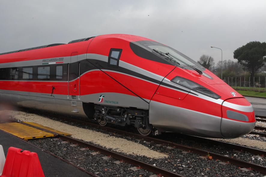 Prima corsa del frecciarossa 1000 viaggia a 360 km h - Immagini del treno per colorare ...