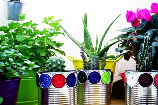 Riciclo creativo ecco come riutilizzare i barattoli di - Giare da giardino ...