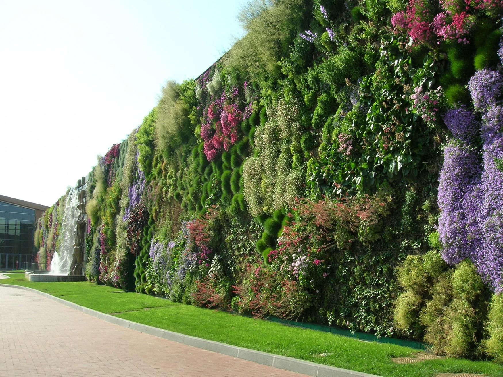 A Rozzano Il Giardino Verticale Pi Grande Del Mondo Foto