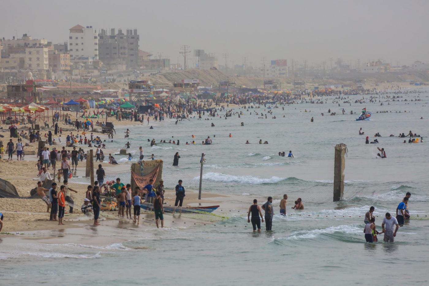 Gaza un bagno nel mediterraneo per contrastare il caldo - Bagno caldo per raffreddore ...