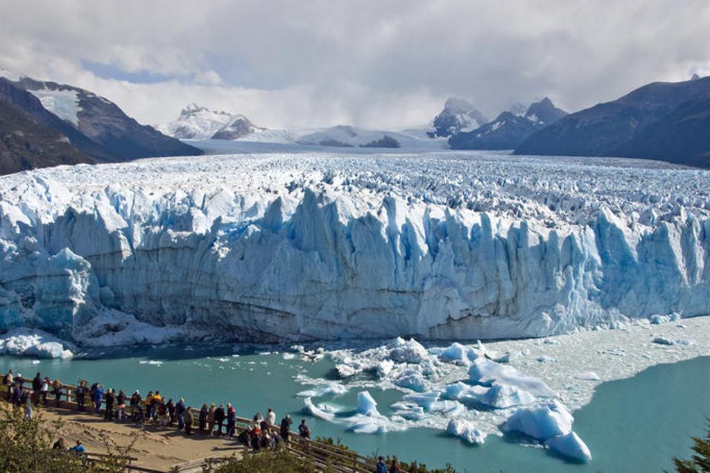 perito moreno l 39 unico ghiacciaio del mondo accessibile a