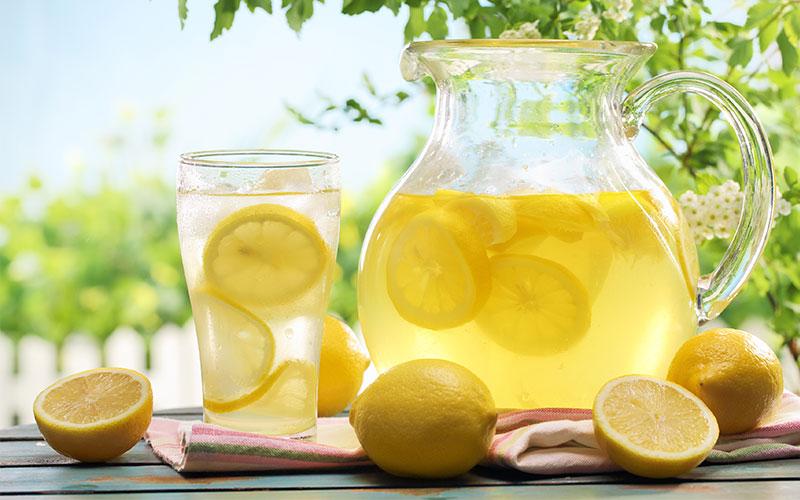 Acqua E Limone La Sera.Bere Acqua E Limone Al Mattino Benefici Controindicazioni Ed