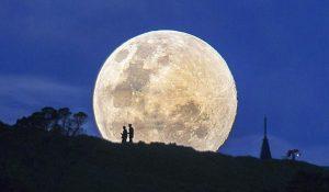 La Superluna tra leggende, illusioni e credenze popolari