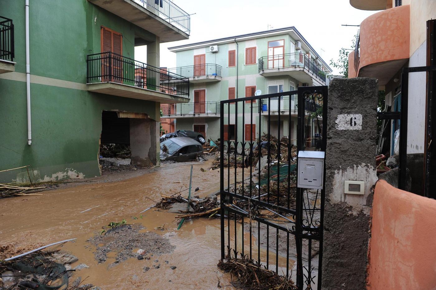Alluvione in calabria 500 sfollati a rossano arriva l for Cabine al torrente beaver