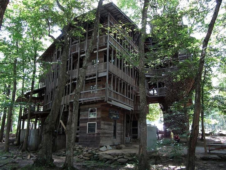 Minister s tree house ecco la casa sull albero pi grande for La villa piu grande del mondo