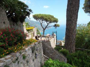 Villa Rufolo: un tripudio di torri, piante esotiche e pittoreschi ...