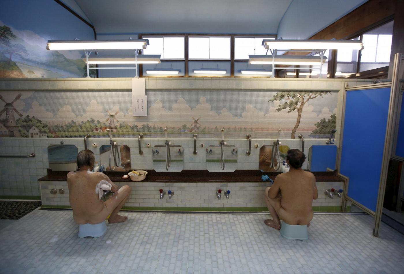 Tokyo i bagni pubblici si trasformano in attrazione for Foto case giapponesi