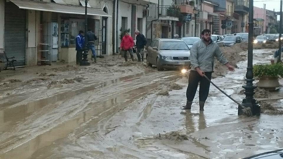Alluvione calabria brancaleone e bruzzano zeffirio in for Scantinati in california