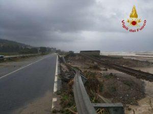 alluvione calabria ferruzzano ss106 ferrovia treno (3)