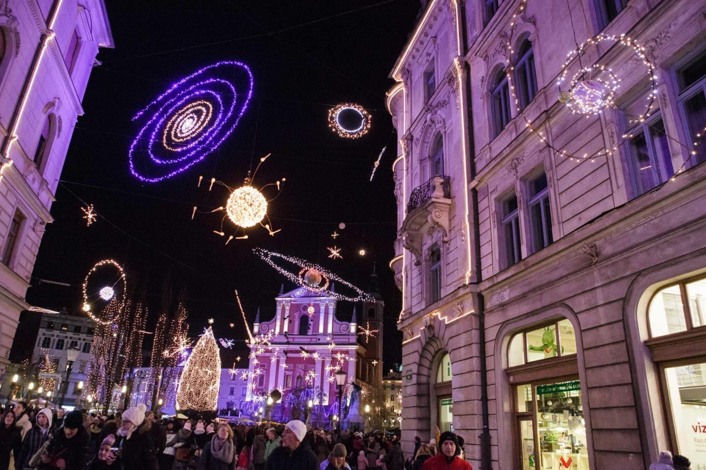 Slovenia: la città di lubiana si riempie di luci di natale [foto]