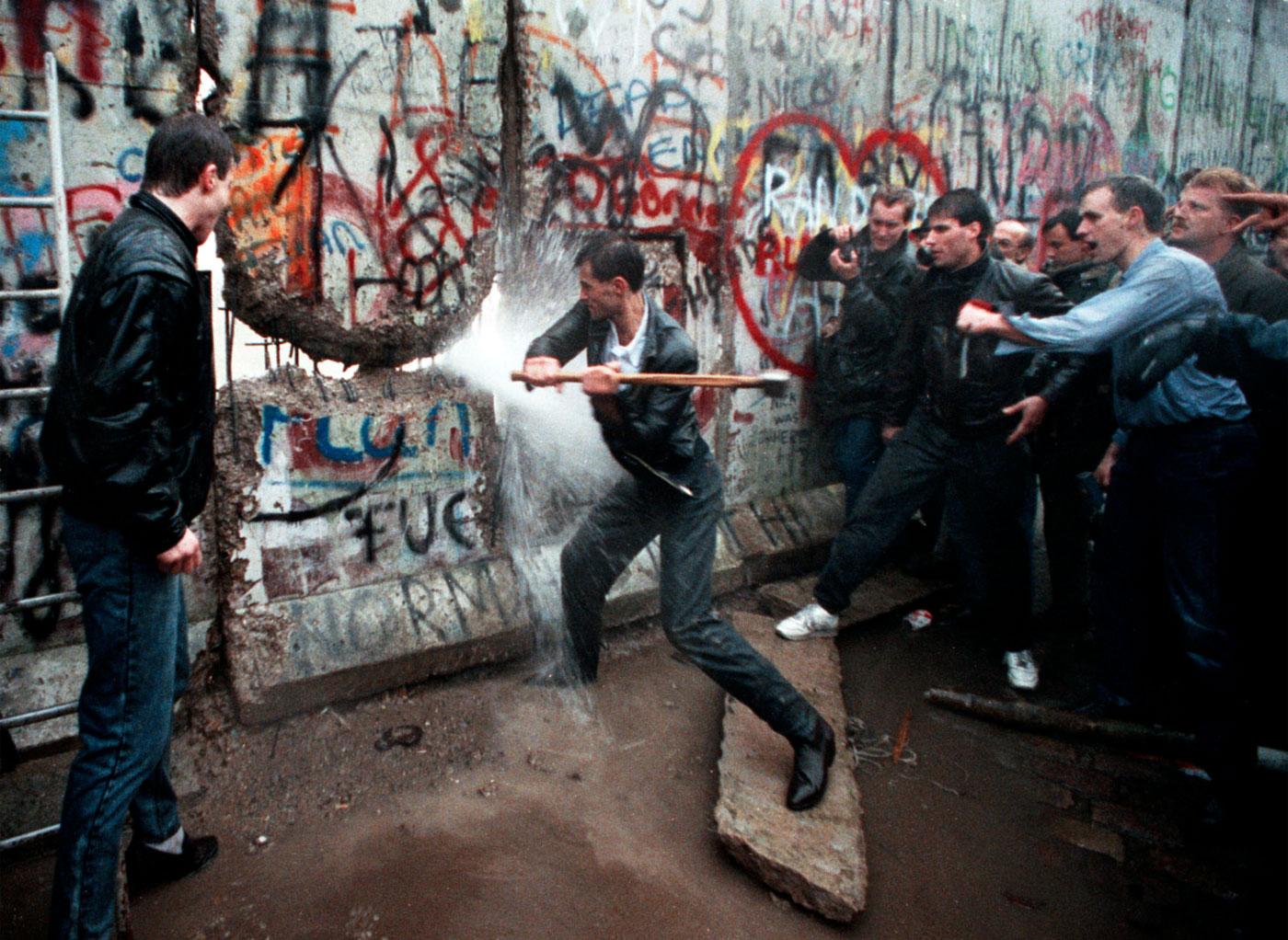 Accadde oggi nel 1989 cade il Muro di Berlino
