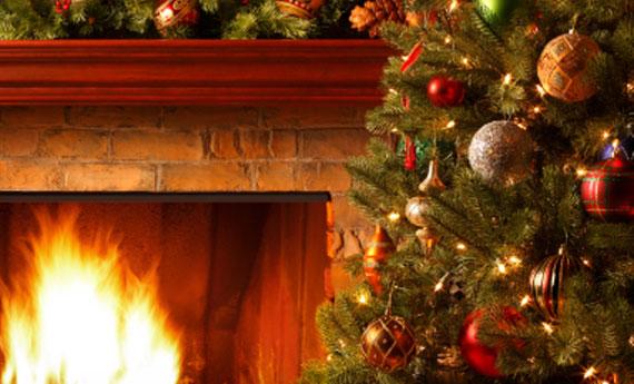 Natale albero in 9 case su 10 3 5 milioni quelli veri - Camini decorati per natale ...