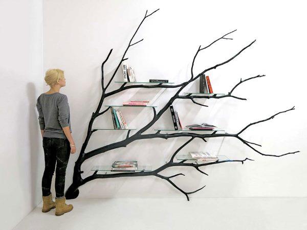 Bilbao: la libreria realizzata con un ramo d\'albero caduto