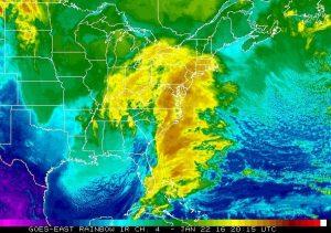 Il vasto ammasso nuvoloso responsabile delle abbondanti nevicate che hanno interessato il New England