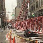 New York sotto la neve, crolla una gru a Manhattan [FOTO]