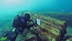 marzamemi_I_colonne con subacqueo cher utilizza il lettore_photo Salvo Emma_Soprintendenza del Mare