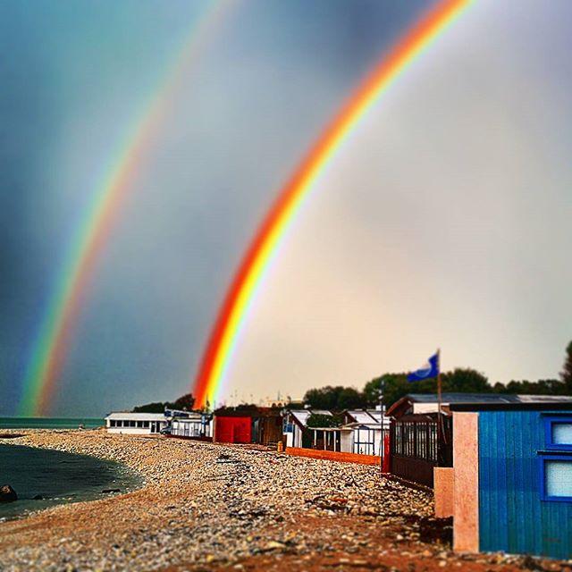Spettacolare arcobaleno a Portonovo (Ancona)