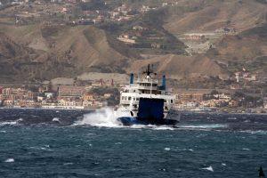 traghetto stretto scirocco