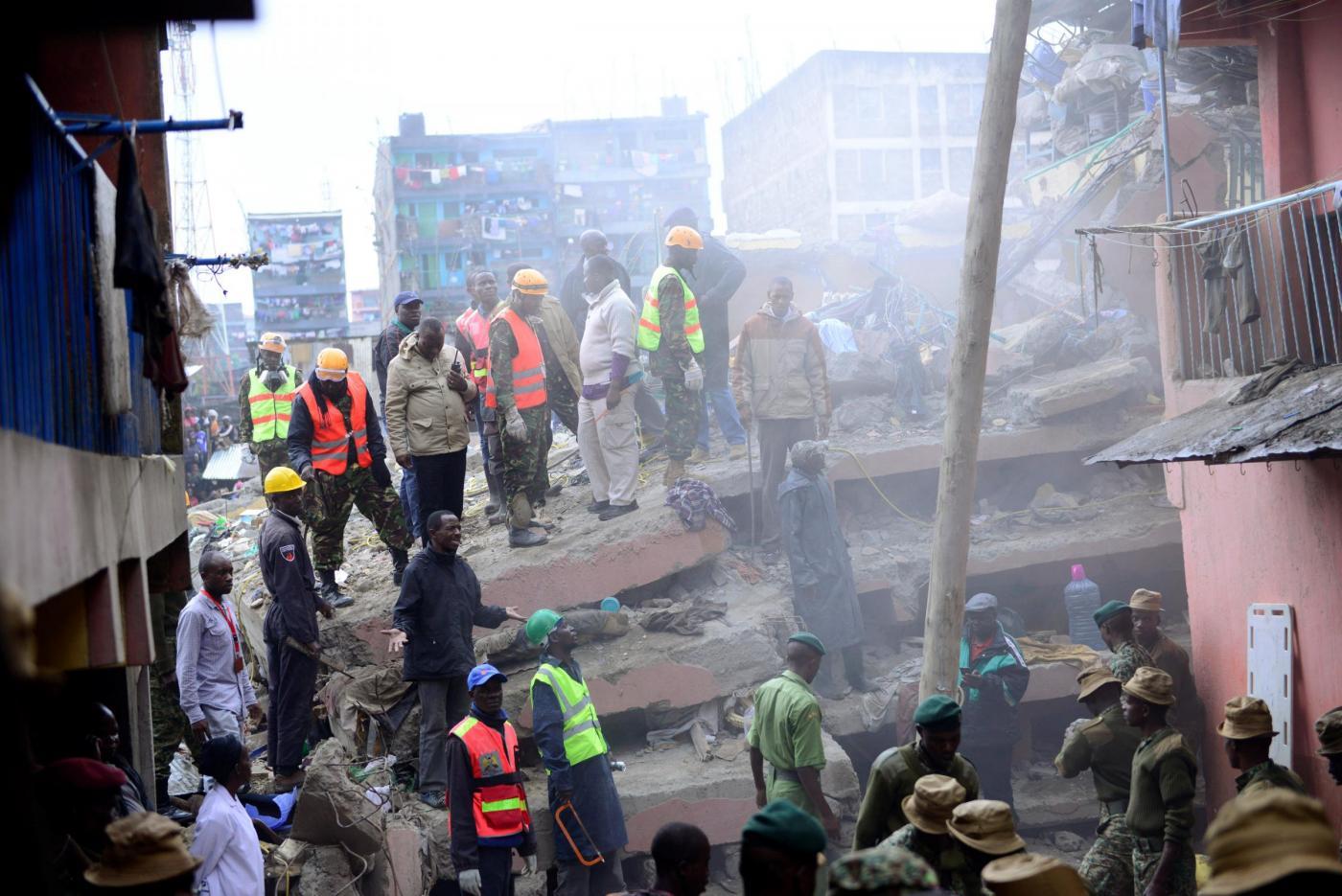 Kenya 10 morti nel crollo dell 39 edificio di 6 piani a for 6 piani