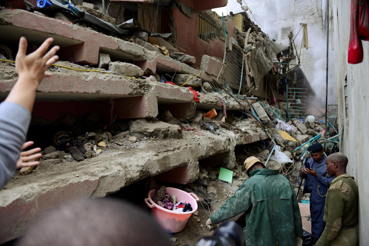 Kenya alluvione a nairobi almeno 19 morti nel crollo del for Piani di fattoria del vermont
