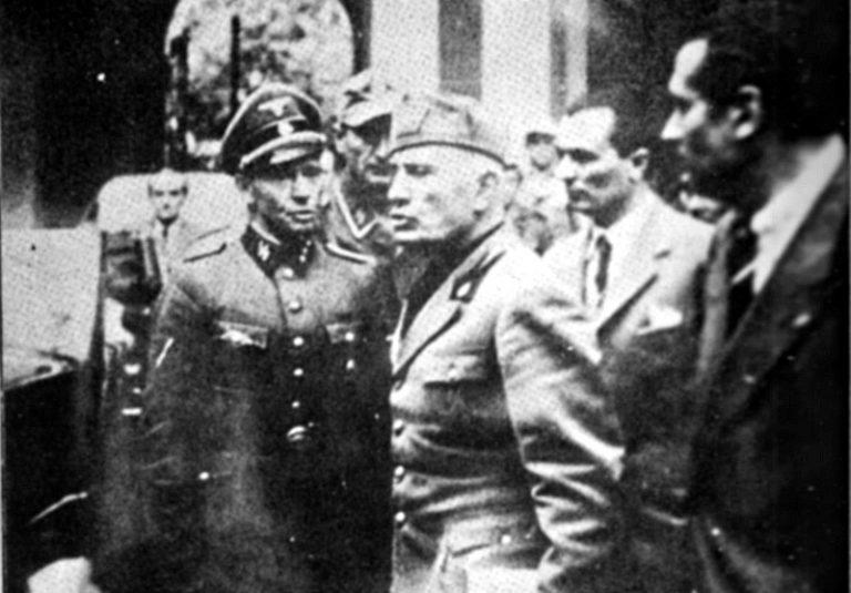 L'ultima foto che ritrae Mussolini vivo