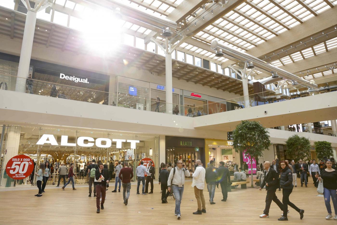 milano inaugurato ad arese il centro commerciale pi