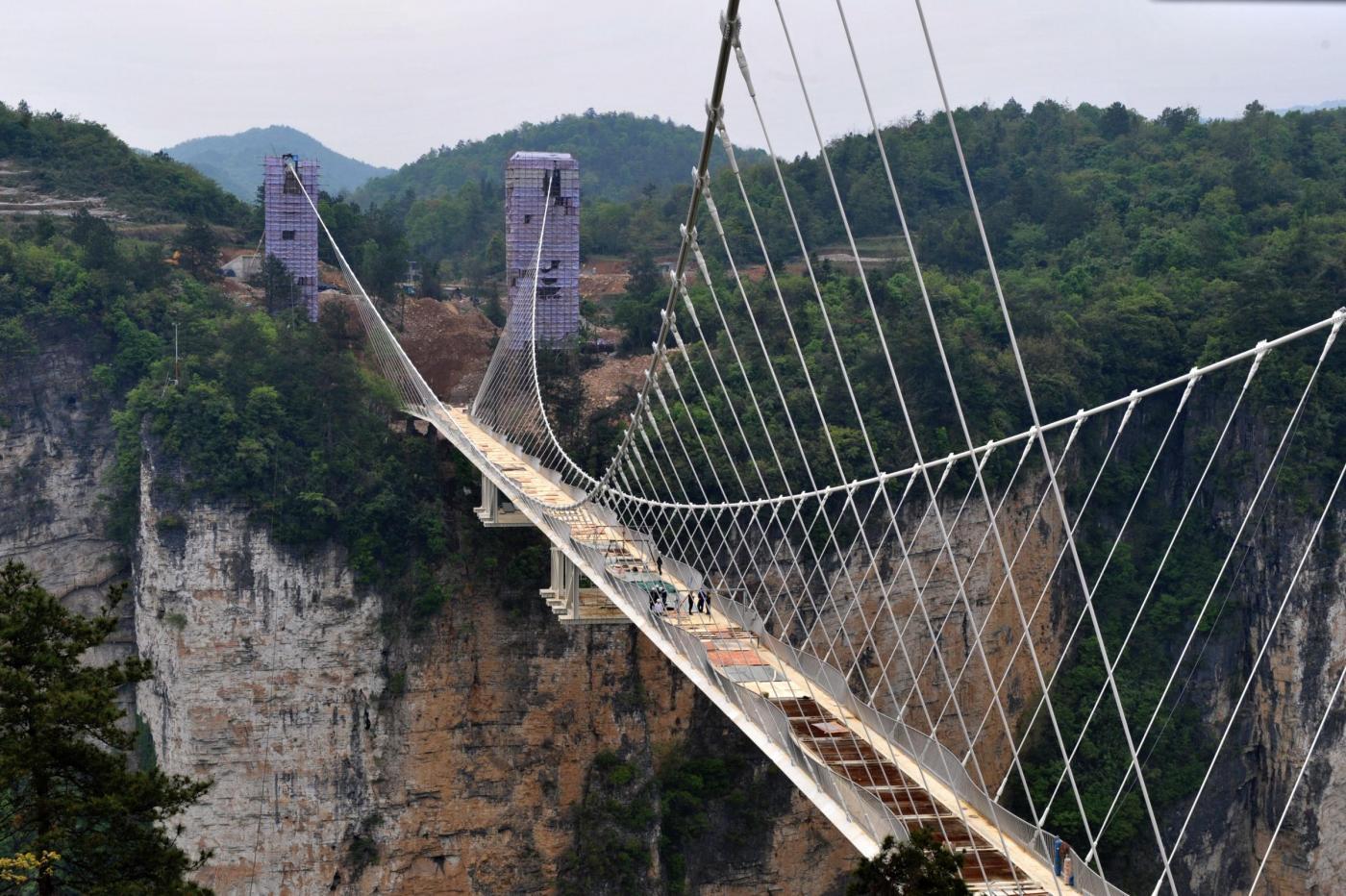cina hunan la costruzione del ponte di vetro sul grand