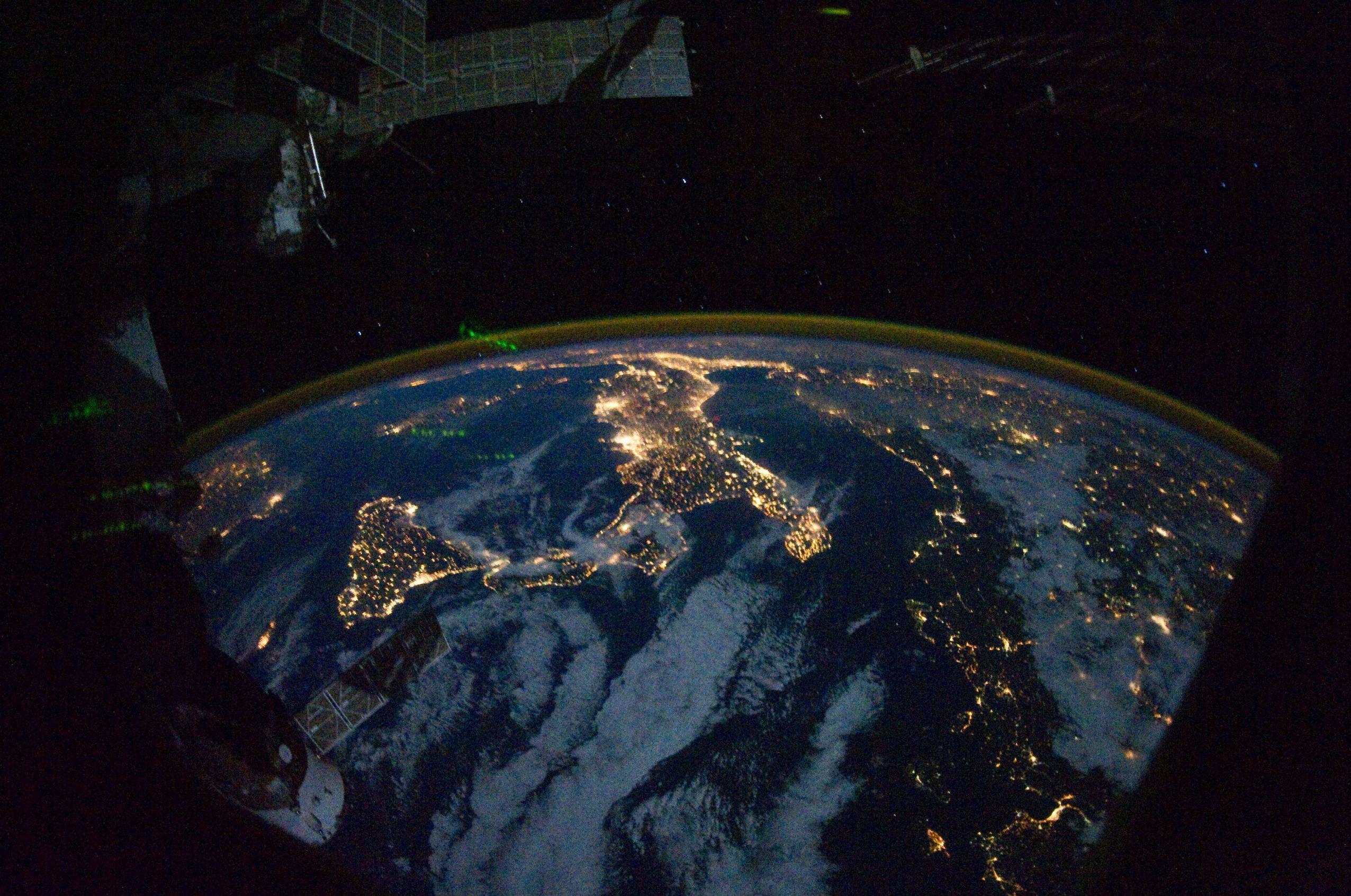 Cosa si prova a vedere la terra dallo spazio meteo web for Foto spazio hd