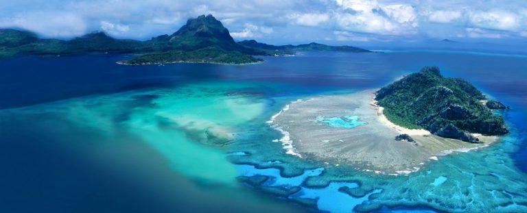 Tutte le sfumature del mare di Bora Bora, famosa anche per i suoi meravigliosi fondali