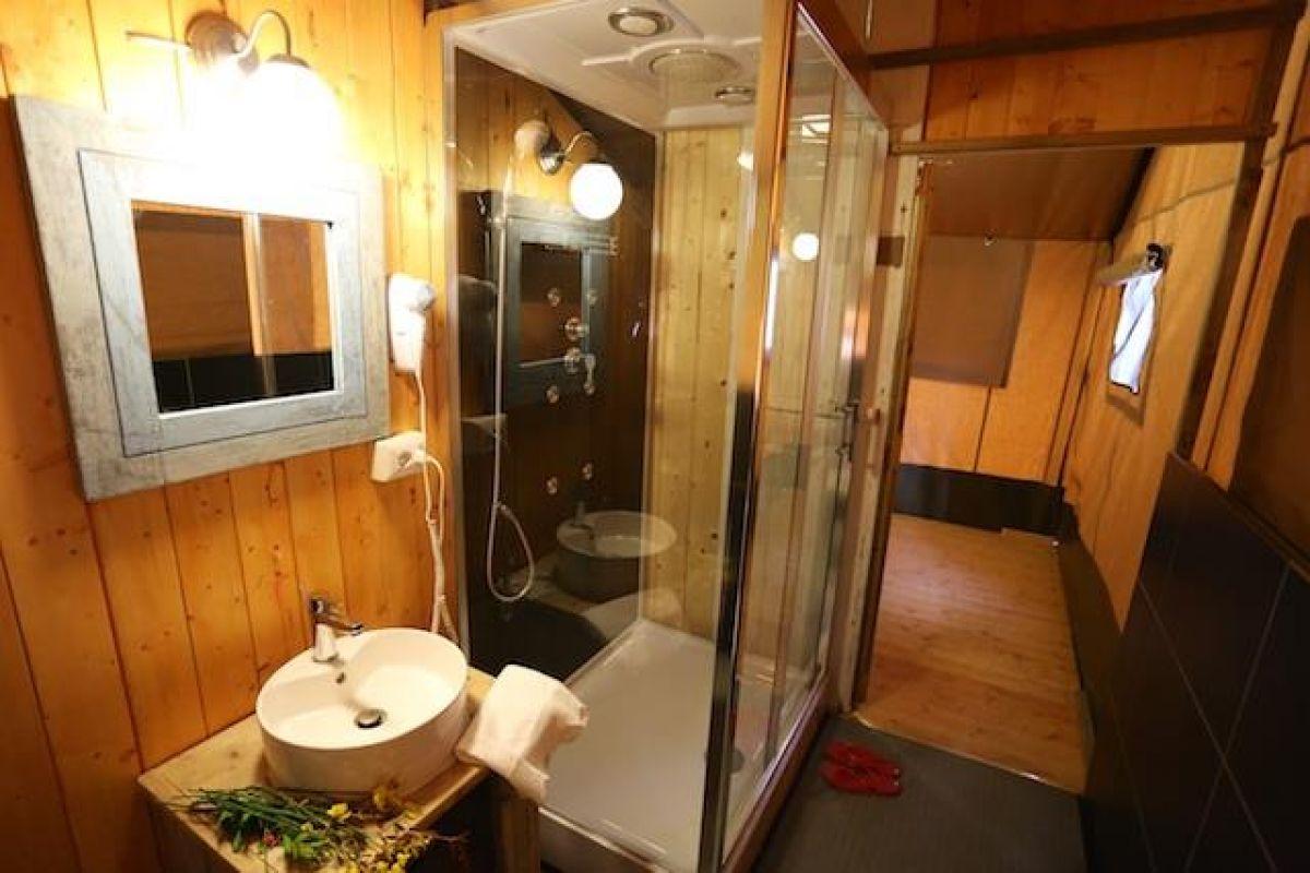 Glamping protagonista in maremma al talamone camping - Camping bagno privato ...