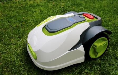 Robot rasaerba i giardini diventano sempre più piccoli e la