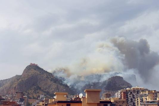 """Incendi, Crocetta: """"Chiederemo lo stato di calamità"""""""