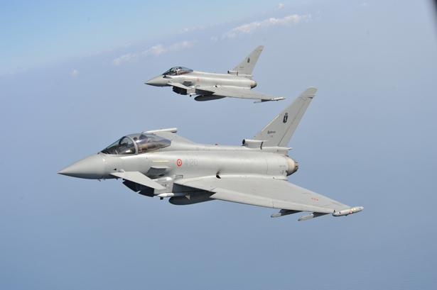 Aereo Da Caccia F15 : Aereo di linea interrompe le comunicazioni due caccia