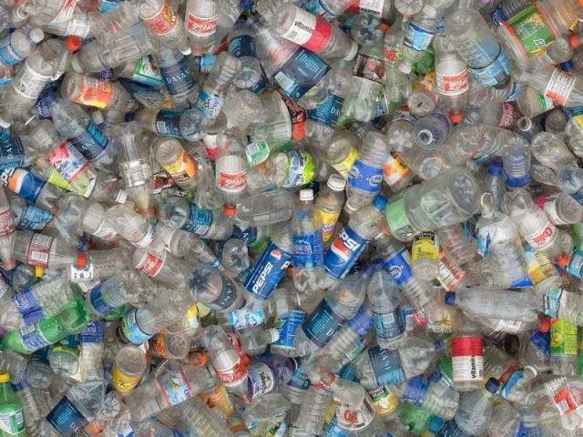 Oggetti In Plastica Per La Casa.A Casa Corepla Per Imparare La Raccolta Corretta Della Plastica