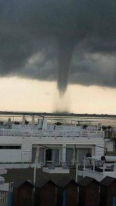 tornado sottomarina (2)