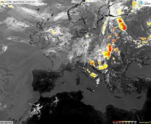 Vasta linea di temporali pre frontali tra i Balcani e i Paesi Baltici, possibili fenomeni violenti con grandinate e colpi di vento