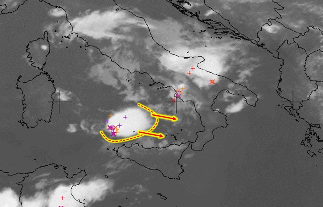 """Allerta Meteo, mostro temporalesco """"esplode"""" nel basso Tirreno: attenzione a Palermo, Sicilia e Calabria nella notte"""