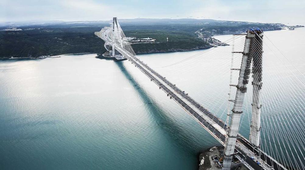 Realizzato anche il terzo ponte sul bosforo i piloni sono for Ponte sul davanti della casa