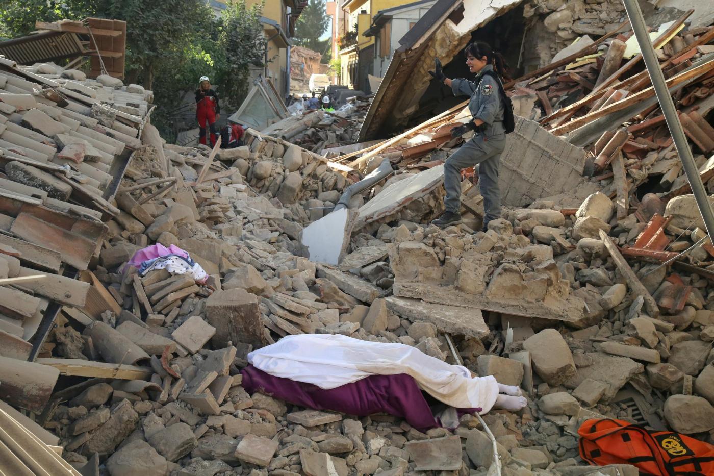 Terremoto trovato morto il figlio del questore di frosinone meteo web - Casa senza fondamenta terremoto ...
