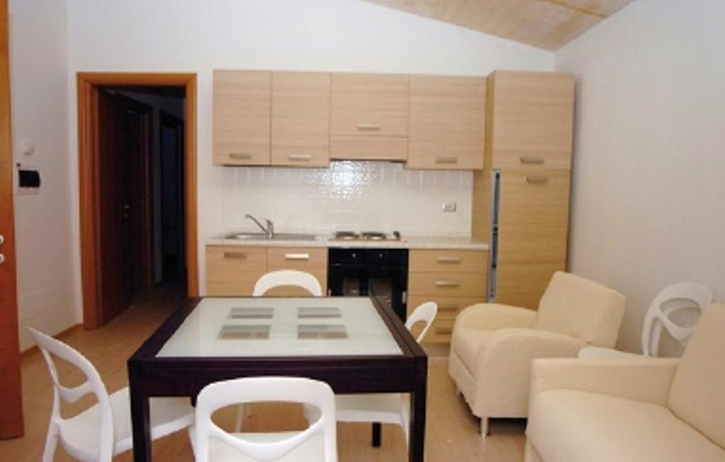 Terremoto consegnata la prima casetta in legno al - Interno case in legno ...