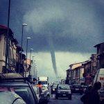 Maltempo, il ciclone si abbatte sulla Toscana: pazzesco tornado a Marina di Pisa [FOTO e VIDEO]