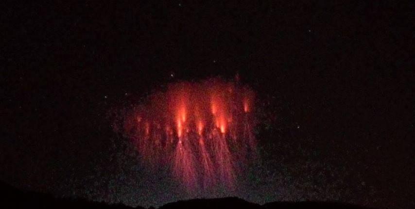 Cielo Rosso Di Notte.Rarissimo Spettro Rosso Nel Cielo Delle Alpi Foto Meteo Web