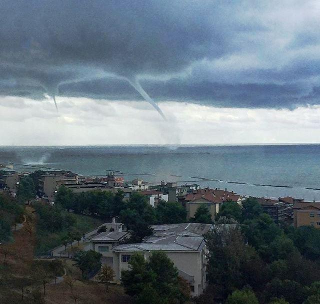 Spettacolo straordinario ad Ancona, 6 waterspout nelle acque di Falconara: 13 tornado nelle ultime 48 ore sulle coste italiane! [FOTO e VIDEO]